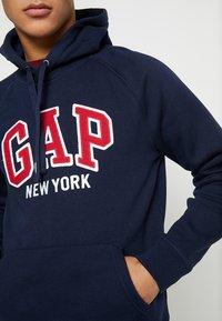GAP - NEW YORK CITY CLOUDY LAUNCH - Mikina skapucí - tapestry navy - 5