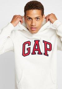 GAP - ARCH  - Jersey con capucha - carls stone - 3
