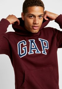 GAP - ARCH  - Hoodie - pinot noir - 3