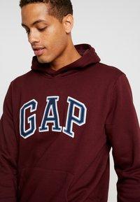 GAP - ARCH  - Hoodie - pinot noir - 5