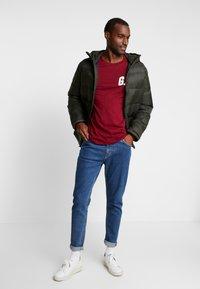 GAP - ARCH - Camiseta de manga larga - garnet - 1