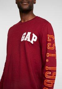 GAP - ARCH - Camiseta de manga larga - garnet - 4
