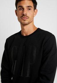 GAP - LOGO CREW - Sweatshirt - true black - 4