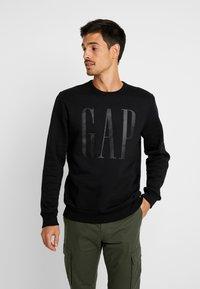 GAP - LOGO CREW - Sweatshirt - true black - 0