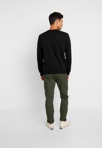 GAP - LOGO CREW - Sweatshirt - true black - 2