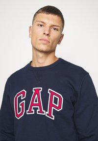 GAP - ARCH CREW - Sweatshirt - tapestry navy - 4