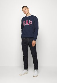 GAP - ARCH CREW - Sweatshirt - tapestry navy - 1