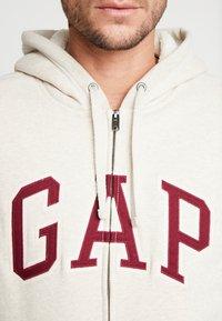 GAP - ARCH SHERPA  - Zip-up hoodie - oatmeal heather - 5