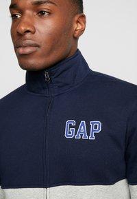 GAP - ARCH MOCK - Zip-up hoodie - light heather grey - 4