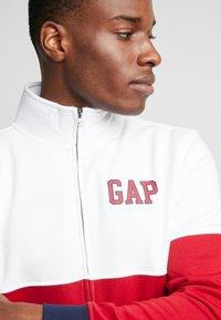 GAP - ARCH MOCK - Zip-up hoodie - lasalle red - 5