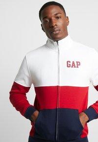 GAP - ARCH MOCK - Zip-up hoodie - lasalle red - 3