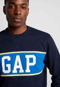 GAP - V-MINI CREW - Sweatshirt - tapestry navy - 4