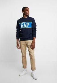GAP - V-MINI CREW - Sweatshirt - tapestry navy - 1