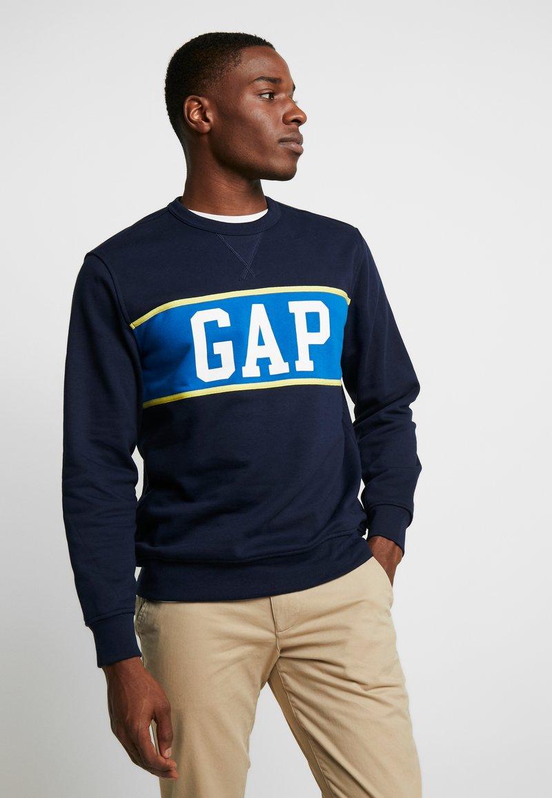 GAP - V-MINI CREW - Sweatshirt - tapestry navy