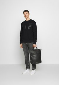 GAP - CREW - Sweatshirt - true black - 1