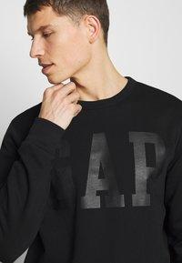 GAP - CREW - Sweatshirt - true black - 4