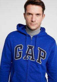 GAP - Zip-up hoodie - bodega bay - 3