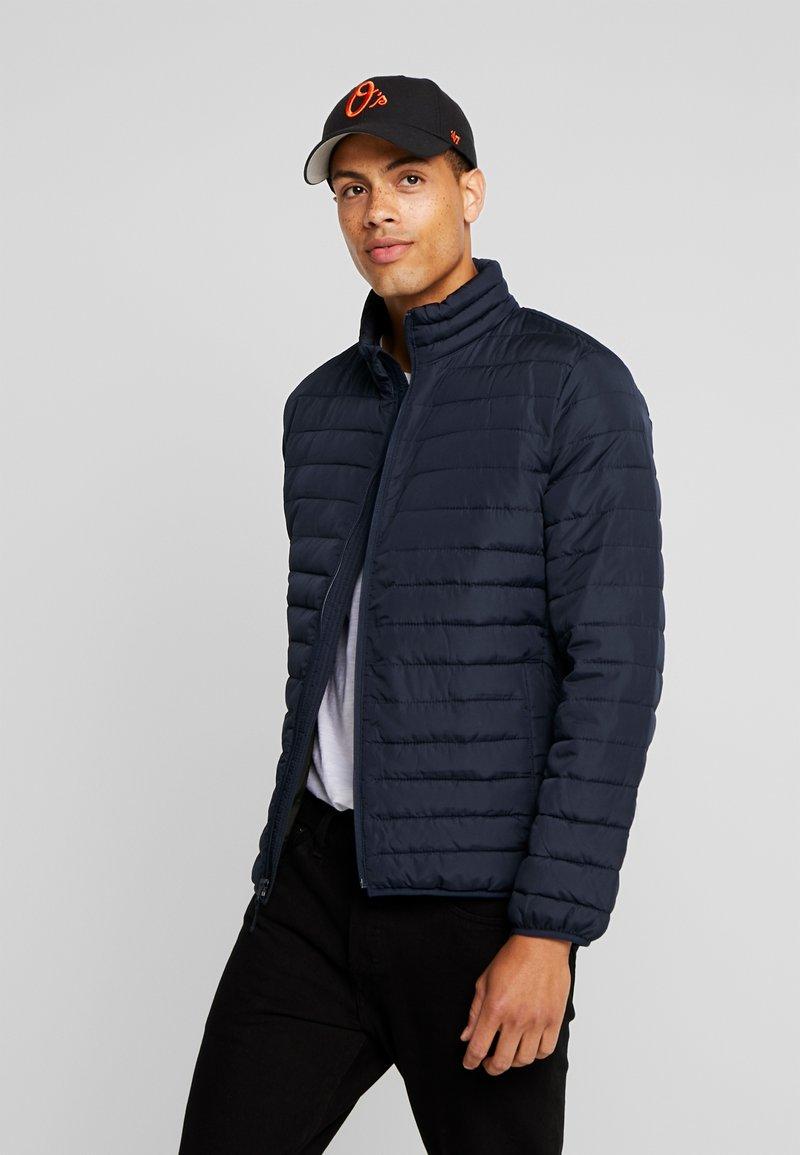 GAP - V-LIGHTWEIGHT PUFFER - Light jacket - new classic navy