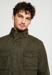 GAP - FATIGUE JACKET - Summer jacket - deep woods - 6