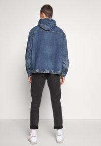 GAP - Kurtka jeansowa - washed denim blue - 2