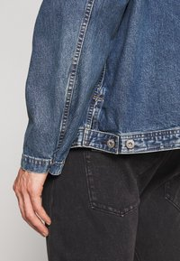 GAP - Kurtka jeansowa - washed denim blue - 5