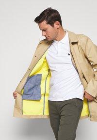 GAP - LONG MACK - Krátký kabát - khaki sand - 4