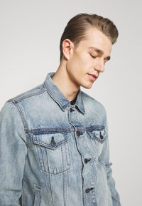 GAP - ICON  - Kurtka jeansowa - light blue denim - 3