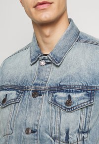 GAP - ICON  - Kurtka jeansowa - light blue denim - 5