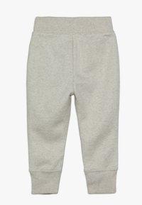 GAP - TODDLER GIRL LOGO  - Teplákové kalhoty - light heather grey - 1