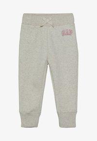 GAP - TODDLER GIRL LOGO  - Teplákové kalhoty - light heather grey - 2
