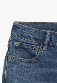 GAP - GIRLS BOTTOMS  - Shorts vaqueros - medium wash - 3