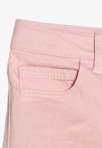 GAP - GIRLS BOTTOMS MIDI - Shorts vaqueros - pink denim - 3