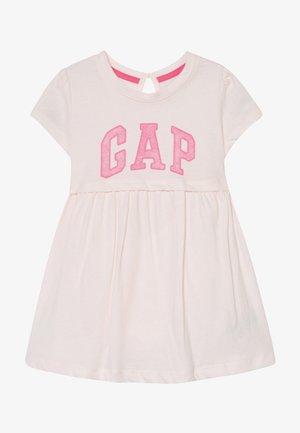 ARCH DRESS - Žerzejové šaty - light pink