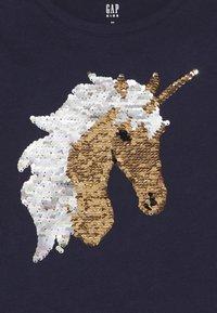 GAP - GIRL - Print T-shirt - navy uniform - 3