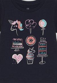 GAP - TODDLER GIRLS  - T-shirt imprimé - blue galaxy - 3