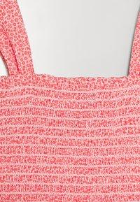 GAP - GIRL SMOCKED TANK - Print T-shirt - satiny pink - 2