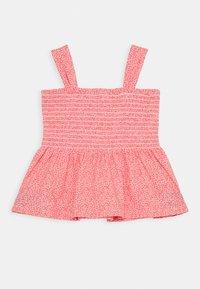 GAP - GIRL SMOCKED TANK - Print T-shirt - satiny pink - 1