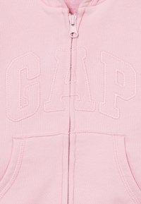GAP - ARCH  - Hoodie met rits - classic pink - 2