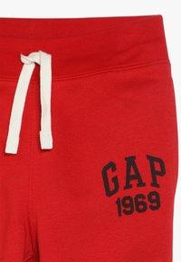 GAP - BOYS ACTIVE PANT - Teplákové kalhoty - modern red - 3