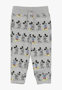 GAP - MICKEY MOUSE TODDLER BOY PANT - Spodnie materiałowe - light grey heather - 0