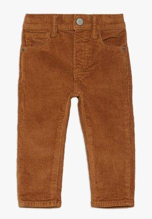 TODDLER BOY - Trousers - deep camel