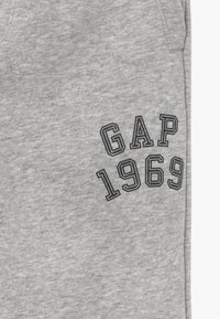 GAP - BOY TIP SLIM - Trainingsbroek - light heather grey - 3