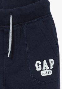 GAP - TODDLER BOY ARCH  - Kalhoty - true indigo - 3