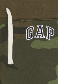 GAP - BOYS HERITAGE LOGO - Tracksuit bottoms - green - 2