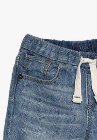 GAP - BABY - Shorts vaqueros - light wash indigo - 3