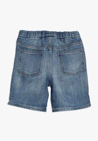 GAP - BABY - Shorts vaqueros - light wash indigo - 1