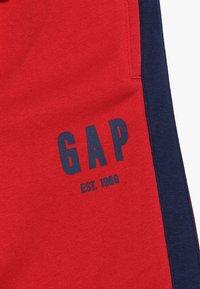 GAP - BOYS ACTIVE LOGO  - Pantalones deportivos - modern red - 4