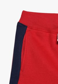GAP - BOYS ACTIVE LOGO  - Pantalones deportivos - modern red - 2