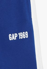 GAP - BOYS LOGO  - Teplákové kalhoty - brilliant blue - 4