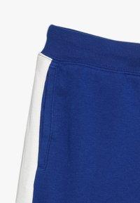GAP - BOYS LOGO  - Teplákové kalhoty - brilliant blue - 2